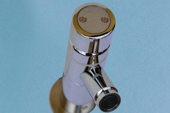 HE160200 Wand-Selbstschluss-Ventil Solid-Justiz mit diebstahlsicherer Griffkappe