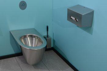840552 Edelstahl 2-fach-WC-Rollenhalter-waagrecht im Einsatz